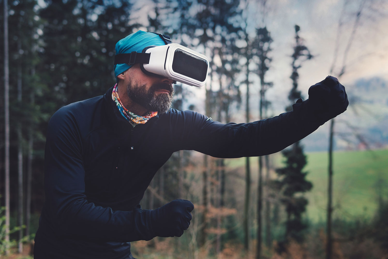 Mercaspin Realidad Virtual hombre en bosque