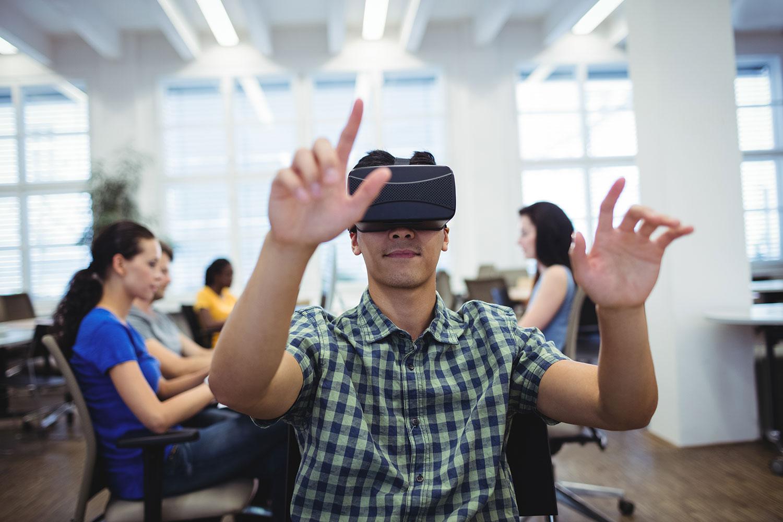 Mercaspin Realidad Virtual joven oficina