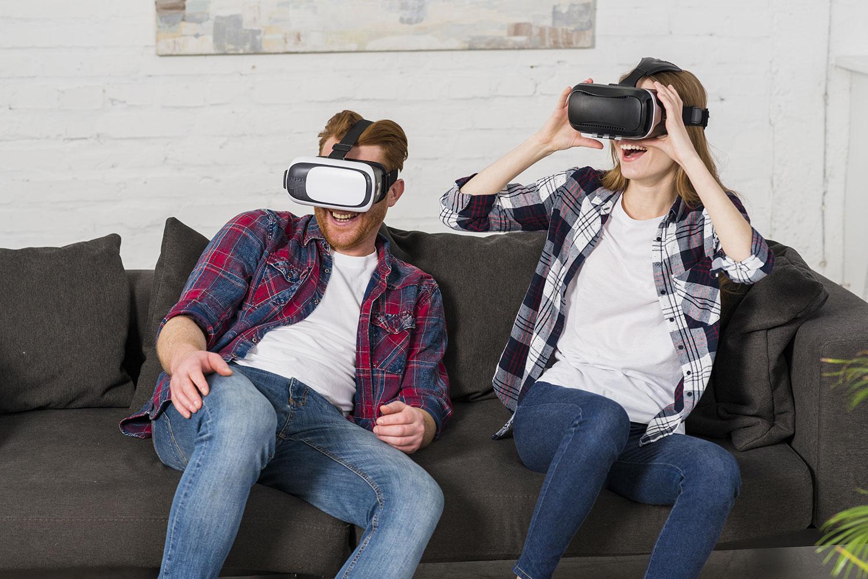 Mercaspin Realidad Virtual pareja divirtiendose