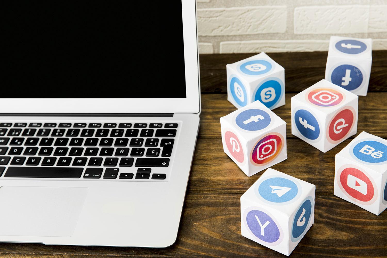 Mercaspin Pautas dirigidas en plataformas digitales laptop redes